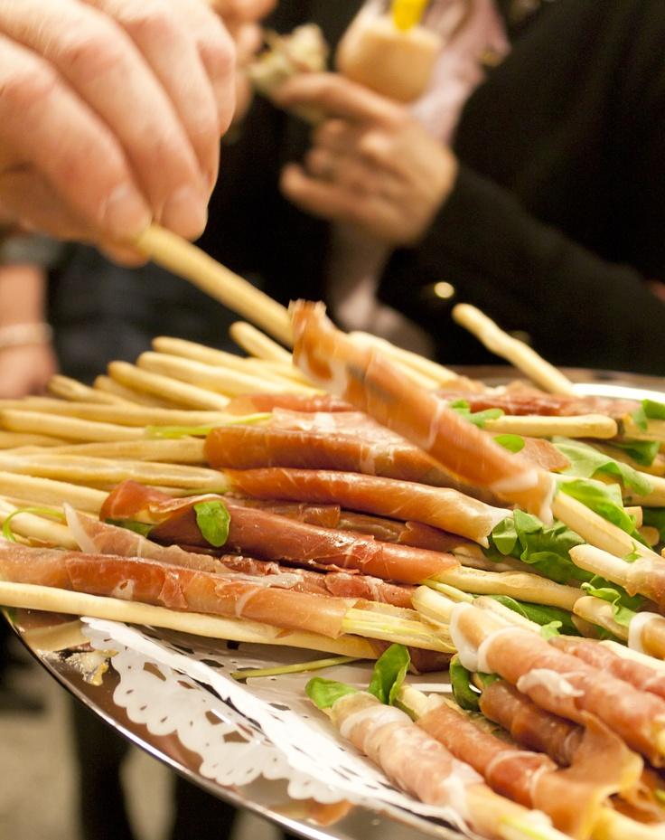 Rucola, bread sticks and air-dried ham
