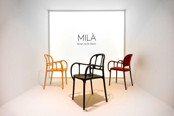 Μία καρέκλα με ζωηρά χρώματα, μία καρέκλα εξωτερικού χώρου, μία καρέκλα εμπνευσμένη από τις φόρμες των γλυπτικών διάσημων κτιρίων της Βαρκελώνης, MILA, καρέκλα σχεδιασμένη από το studio Hayon για την MAGIS