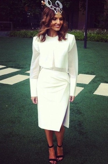 We love Sun-Herald Fashion Editor Kate Waterhouse super chic #DerbyDay look! She's right on trend perfecting the ultimate white on white structured style.
