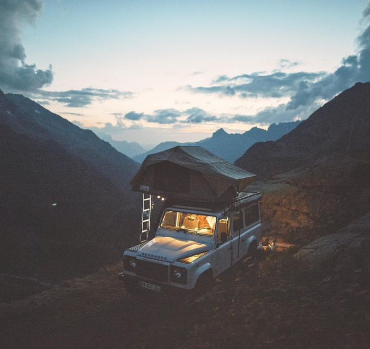 Alex Strohl в Instagram: «Setting up camp over the Trift Glacier in the Swiss Alps.. I've published a write up about our summer adventures on @landrover's new #DefenderJourneys platform.. Check out the link in my profile for the whole story ⛺️»