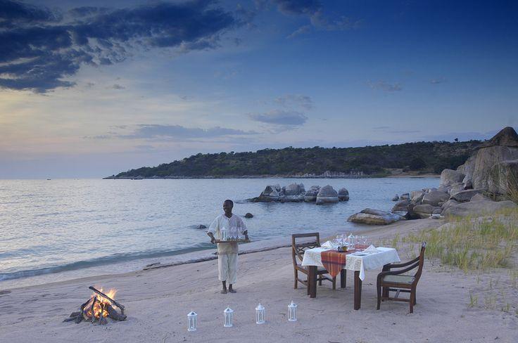 ディナータイムをアフリカ タンザニア タンガニーカ湖を眺めながら