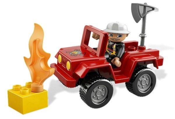 MASINA POMPIERI (6169) Comandantul pompierilor patruleaza mereu in vehiculul sau grozav, in cautare de incendii ! Cand identifica pericolul, este mereu primul la fata locului si gata de actiune!
