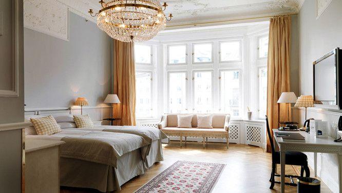 Située au bord de la mer Baltique, la ville de Stockholm est construite sur plusieurs îles, à l'embouchure du lac Mälar. La « Venise du Nord » a de...