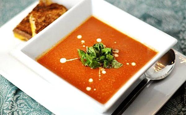 на 1000 мл воды: 800гр помидоров 3-4 шт. красного сладкого болгарского перца; 1 луковица; масло для жарки, соль,зелень по вкусу