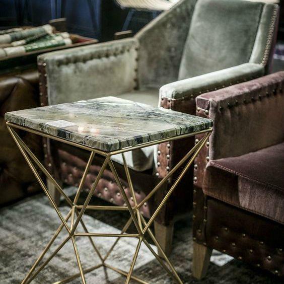 Masa cu blat din marmura si suport din metal auriu, de la Versmissen