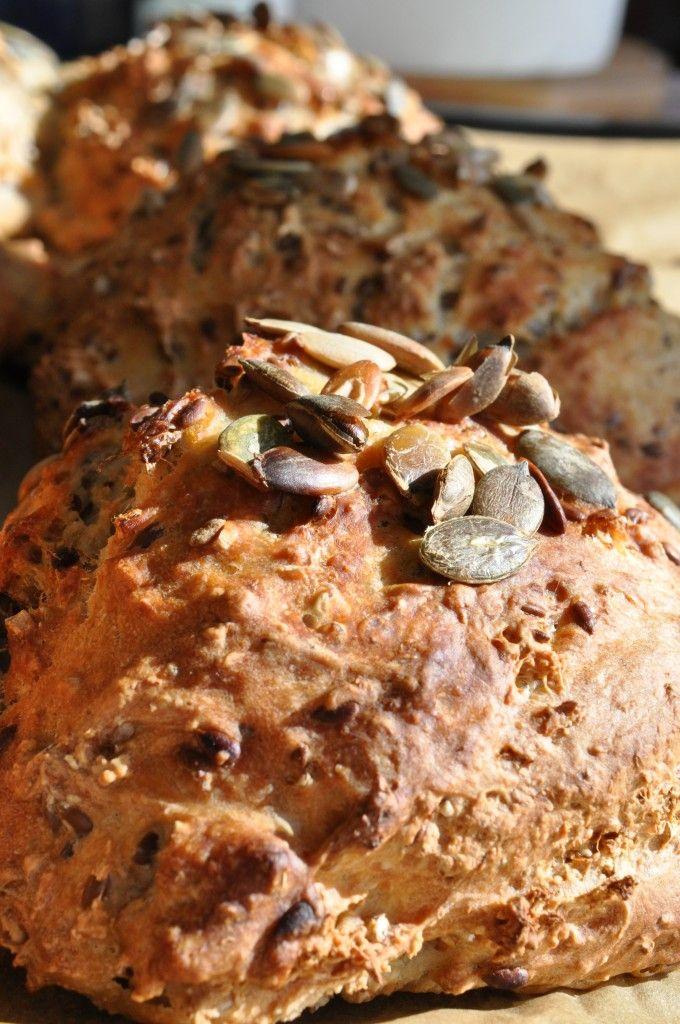 langtidshævet dej Koldthævet dej koldthævede morgenboller grunddej til Verdens Bedste Brød grov variant grunddej til madbrød boller og frugtboller Sprøde morgenboller af koldthævet dej. Til morgenbrød, frokostbrød, madbrød, frugtboller?