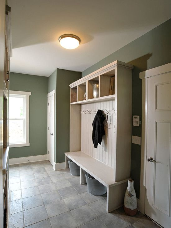 Simple and functional - would likely work in our space as well with same closet placement. Maybe add something on opposite wall as well.