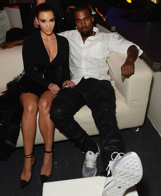 aa24978ec55ea Kanye West wearing Nike Flyknit Trainer+ ...