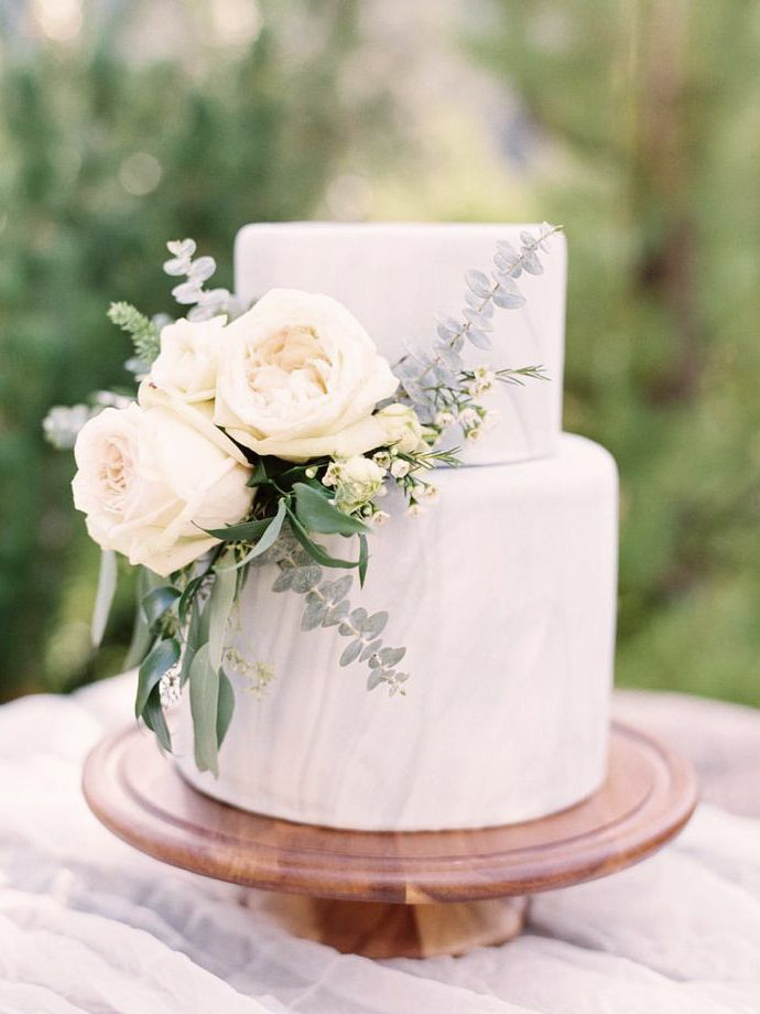 I love every single thing about this marbled and floral cake!