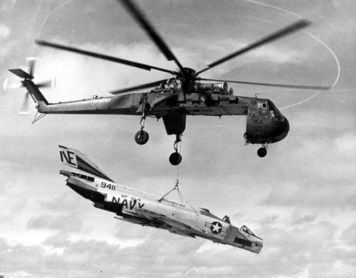 Sikorsky CH-54 Tarhe carrying a McDonnell Douglas F-4 Phantom II.