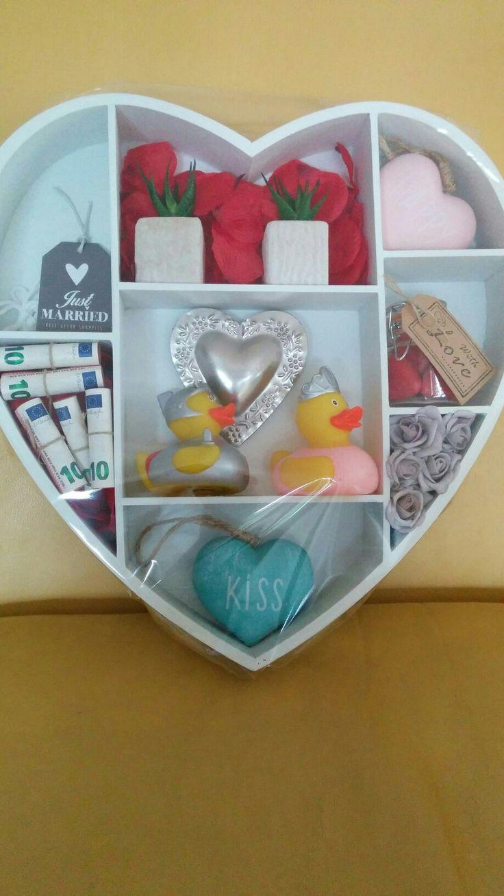Huwelijkscadeau, artikelen van de Action en hart snoepjes