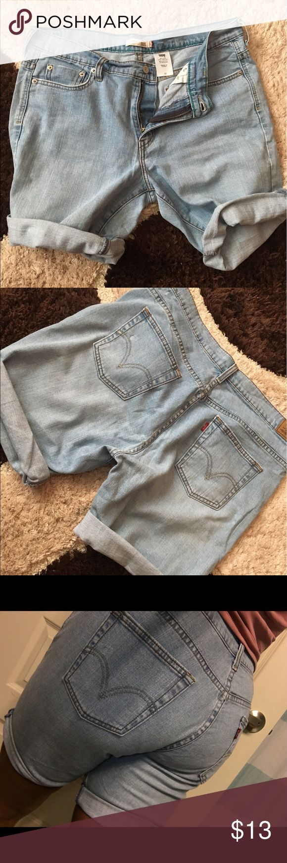 🌼 LEVI's 505 denim Shorts Levis 505 denim shorts comfortable, flatters your figure, good quality size 12 pant sleeve can be rolled up or left down Levi's Jeans