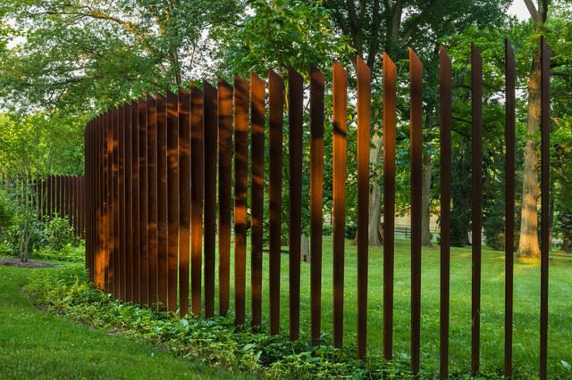 300 Cor-Ten steel alloy blades, 8 feet high, set 8 inches apart. Design is by Archer and Buchanan, West Chester, Pa.