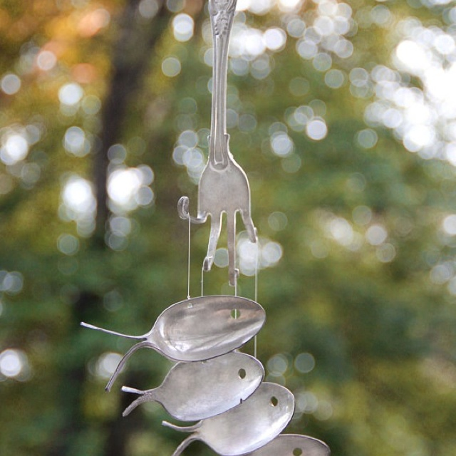 Recycled silverware wind chime. Cute!1800 S Silver, Spoons Fish, Crafts Ideas, Utensils Windchimes, 1800S Silver, Fish Windchimes, Silver Spoons, Wind Chimes, Crafty Ideas