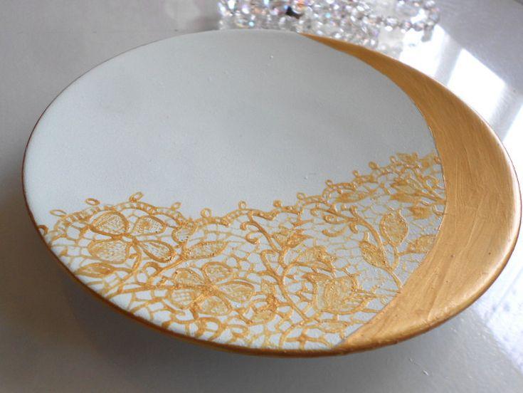 coupelle plat vide poche vert d'eau et dentelle dorée peinte à la main sur porcelaine de la boutique Annelysecreation sur Etsy