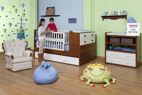 AMBIENTE BEBÉ PABLO Ambiente para bebé de nuestra línea moderna incluye una cama corral con cambiador cajonero. Es perfecto para ahorrar espacio en la habitación. Adicionalmente, tenemos otro cambiador con cajones en caso que prefieran mantener separados el cambiador de la cama corral. La silla mecedora viene tapizanda también en los mangos para obtener mayor comodidad a la hora de dar de comer a su bebé. Una apta decoración para una habitación de un infante es que sus paredes tengan…