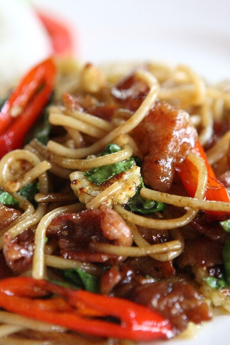 Bacon and Tomato Pasta with Basil in a Savory Red Wine Sauce #Recipe
