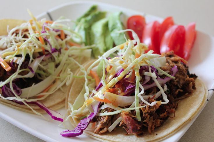 Another day, more leftovers, and another way to experiment with the jar of Carolina Magic I whipped up the other day. Today's lunch: Carolina Magic Pulled Pork Tacos. Now this was a much better way...