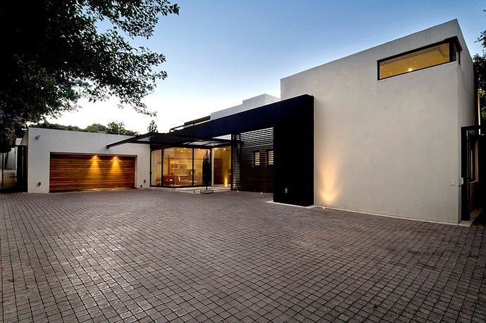 Modern and Luxurious Residence: House Mosi by Nico van der Meulen Architects