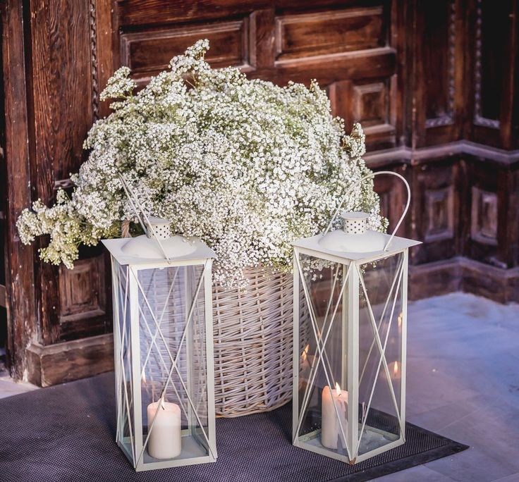 Easy wedding decoration ideas with sooo much charm. We don't have to throw the house out the window to get it right. Rustic & elegant at the same time...how candles and flowers do the trick!
