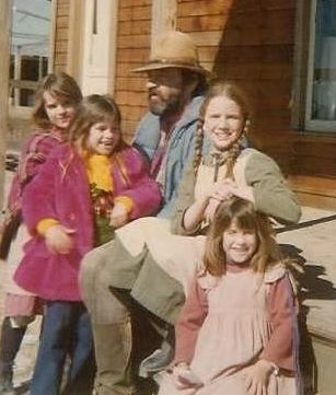 Victor French (Mr. Edwards), Melissa Sue Gilbert (Laura Ingalls), Sidney and Lindsay Greenbush (Carrie Ingalls)