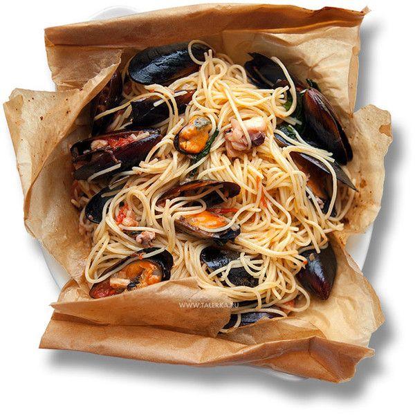 Спагетти с морепродуктами в пергаменте (Spaghetti ai frutti di mare al... ❤ liked on Polyvore featuring food and food and drink