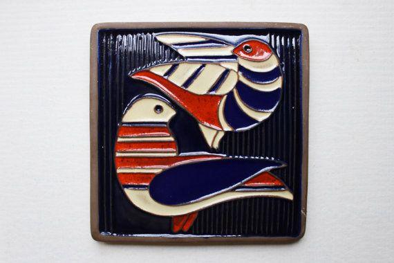 Sowjetische Vintage Keramische Wand hängen, glasierte Keramik-Platte mit 2 Tauben, 70er Jahre Wohnkultur. Made in UdSSR. Sammler