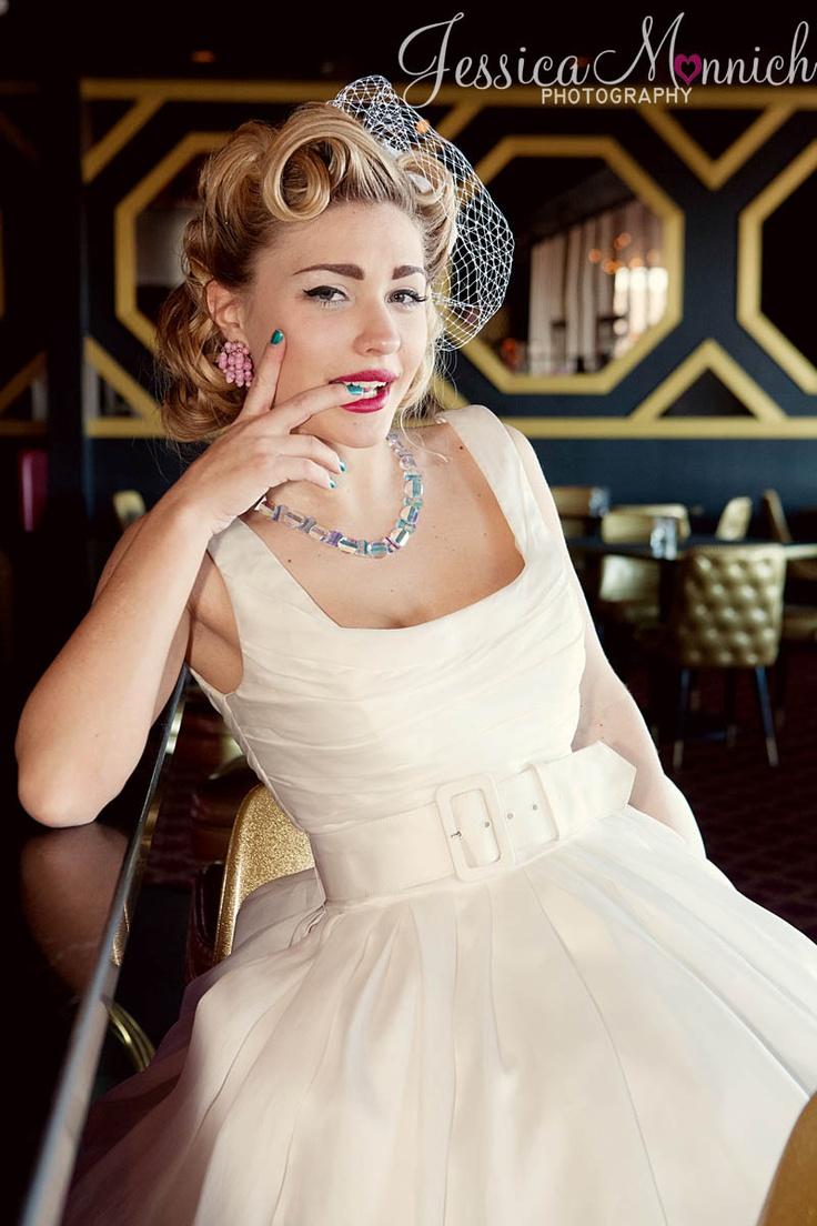 ©Jessica Monnich - Bowling Alley Rockabilly Bridal Shoot
