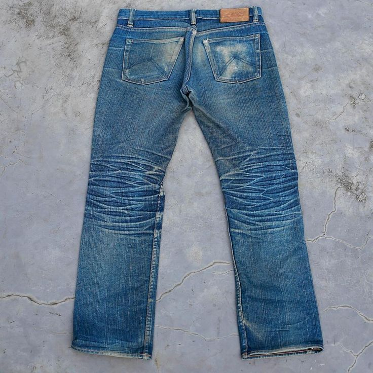 Satur-dyed fade game point. @ayedenim Pontiff III - 1' years. 1x Machinewash & 1x Sea wash  selvedge indigo
