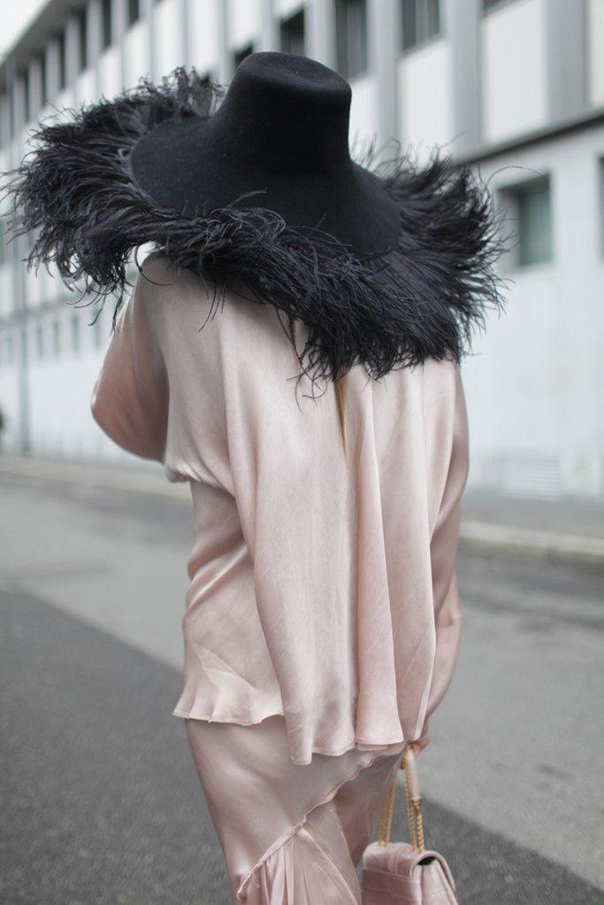 sombreo-de-plumas-negro