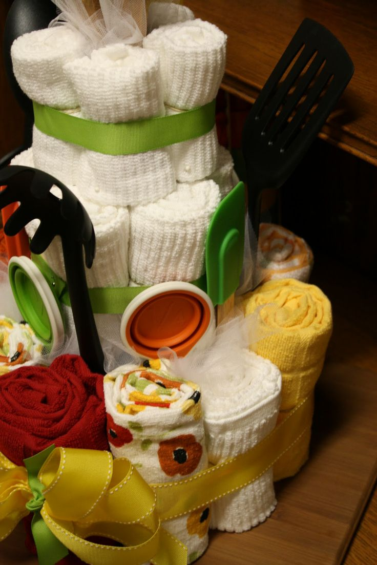 99 Days till Christmas.....Crafts as Gifts... OH MY - CafeMom Towel cakes and other gift baskets