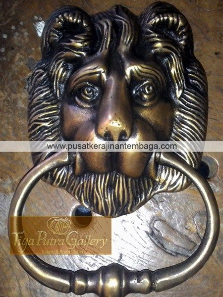 Ketukan Pintu Dari Tembaga Dan Kuningan berbentuk kepala singa produksi dari kerajinan tembaga dan kerajinan kuningan Tiga Putra Gallery cepogo Boyolali