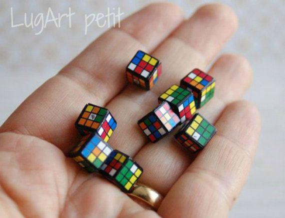 Here we show you a classic Rubiks cube. Was made in a 1:12 scale and is perfect for the decoration of the bedroom of the youngest in the house. The