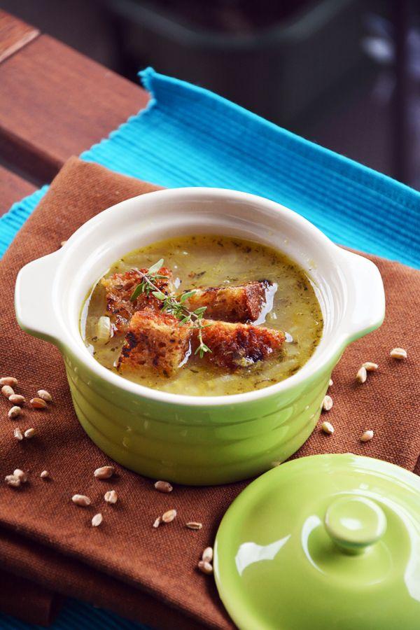 Pełna Lodówka: Zupa cebulowa z razowymi grzankami czosnkowymi