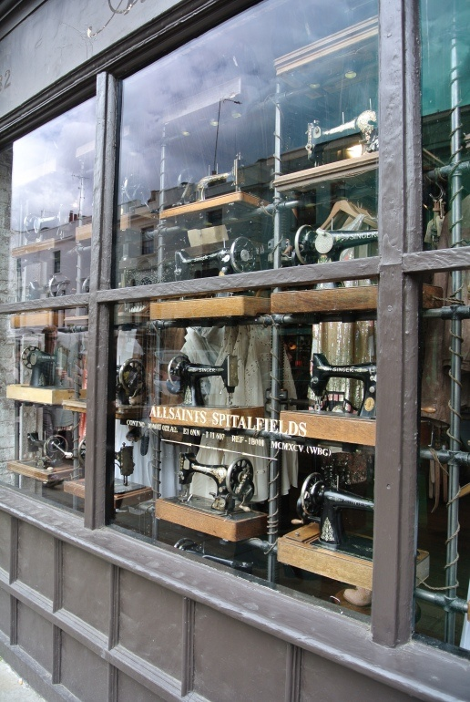 negozio di vecchie macchine da cucire.
