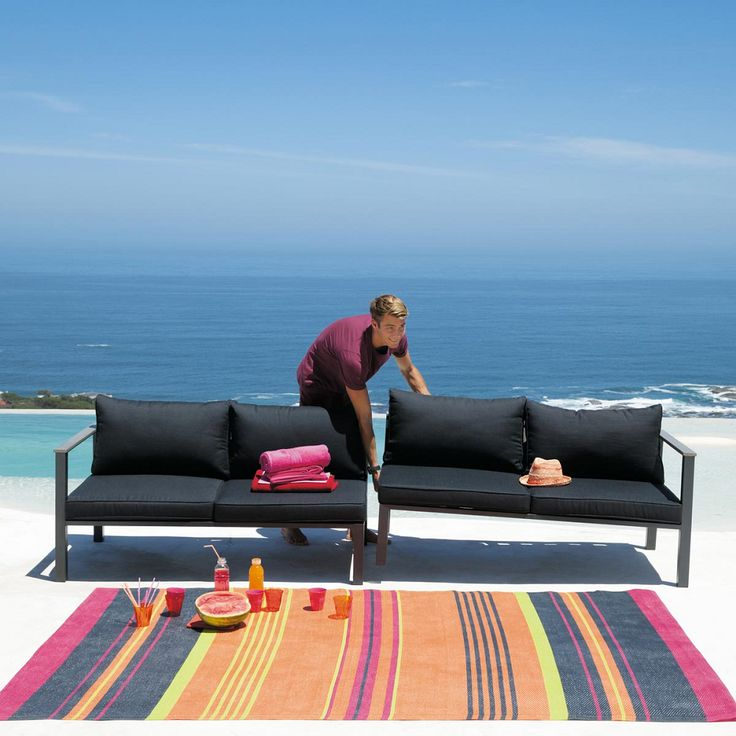 Viste tu balc n terraza o jard n con una alfombra de for Sillones para balcon