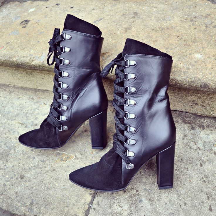 #the5thelementshoes #rosettishowroom #wrapped #black #boots #streetstyle