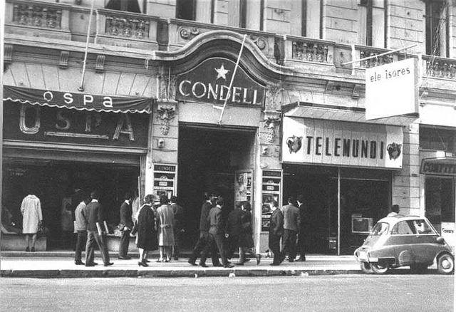 Teatro Condell Fachada Antigua: El teatro Condell fue inaugurado en 1912. En el año 1990 se convirtió en un cine porno.