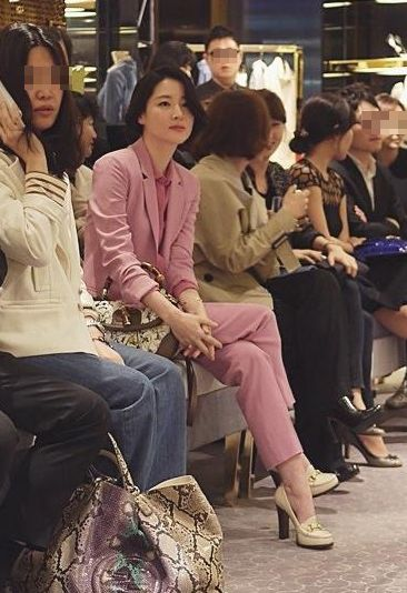 magenta suit. korean actor Lee Yeongae/이영애 수트