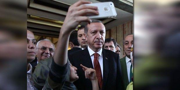 """Hayatında Hiç Selfie """"Yapmayan"""" Erdoğan'ın Unutulmaz 9 Selfie Pozu"""
