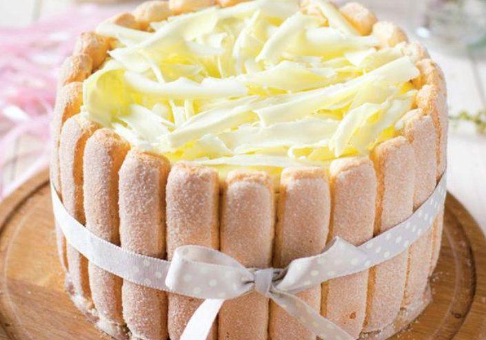 Voiam să cumpăr un tort de la cofetărie dar m-am răzgândit și am făcut acasă un desert minunat- șarlotă cu ciocolată albă. Să încercați și voi, este ușor de făcut