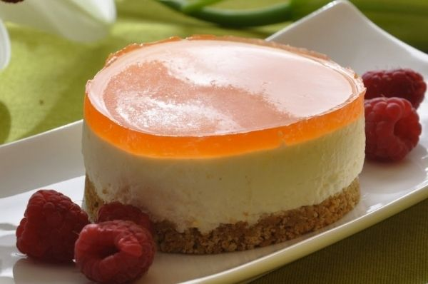 Mousse de queso  con mandarinas, Solo con la presencia que tiene, invita a la glotonería. Como ya empiezan a llegar al mercado las mandarinas, podemos aprovecharl...