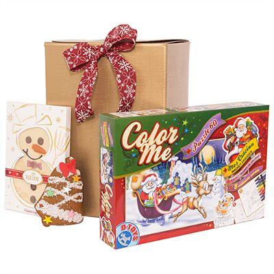 Cadou pentru Craciun AK03 pentru copii. #Cadou de #Craciun pentru #copii contine un set Crăciun cu #puzzle 60 piese, #magnet frigider Moș Crăciun, magnet de colorat, set 6 #creioane de colorat, #figurina din ciocolată albă, decorate, Gourmet Snowman Heidi - 100g, turtă dulce glasată AnaPan - 70g. Selectia de produse de calitate este ambalata intr-o cutie aurie pentru cadouri cu fundiță asortată, fiind potrivita a fi oferita cadou angajatilor sau colaboratorilor pentru copiii acestora.