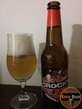 Birra Crocks Friendly del Birrificio Pesarese Crocks, biondo chiaro con schiuma abbondante e persistente.
