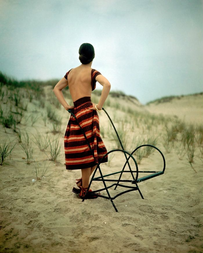 wehadfacesthen:  Stripey beach look, photo by John Rawlings for Vogue, December 1946
