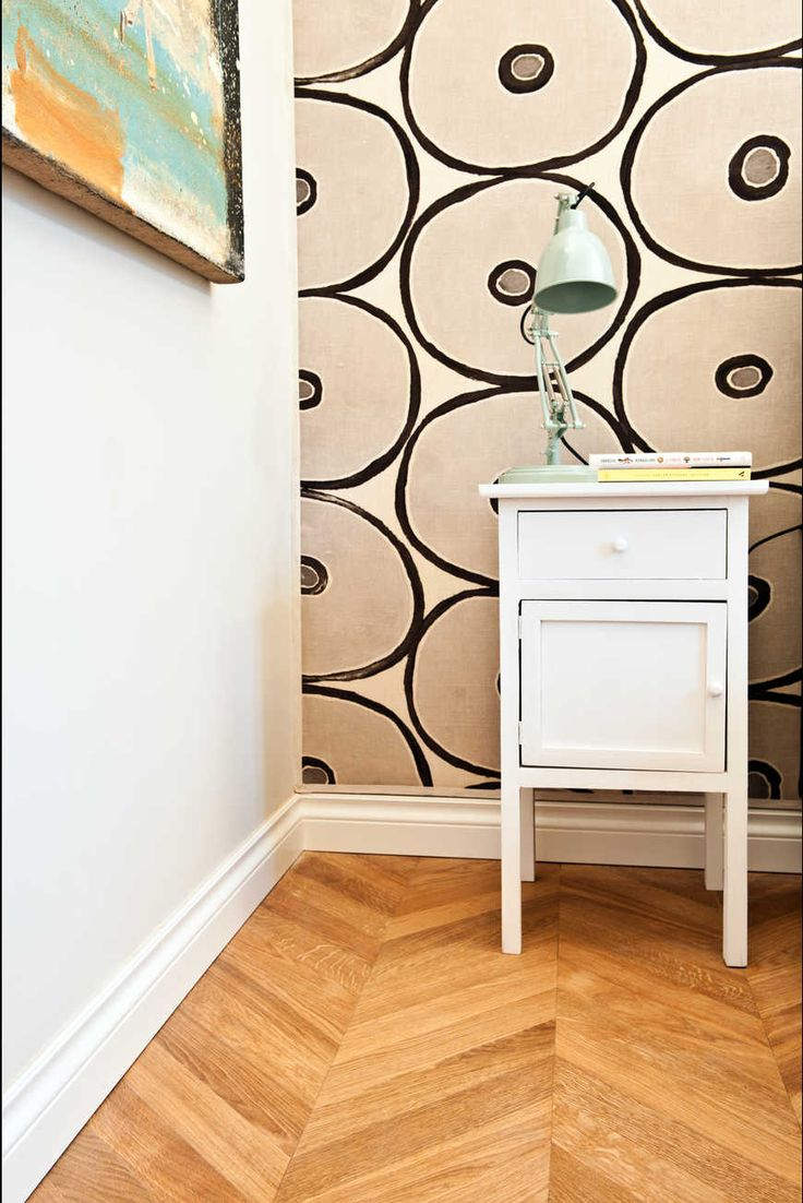 Cool white tall plint with honey parquet