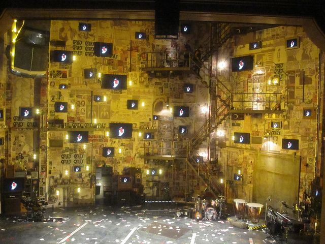 American Idiot on Broadway - set changed by video projection