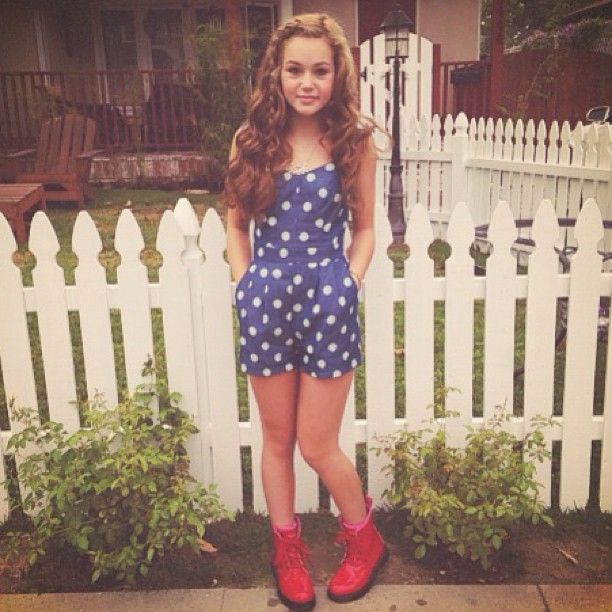 ((Fc: Brec Bassinger, Sophia Lucia , and Anna Sophia Robb))Hey I'm Alana. I'm 13 and I'm in 8th grade. I love surfing , photography dancing , football.