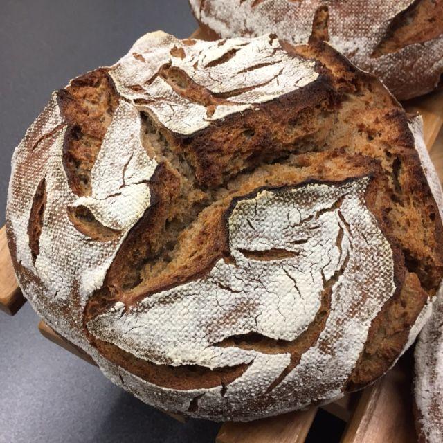 Endlich geht es online. Mein liebstes Brot, mein Standard, mein Mainbrot Ein kleines Wortspiel mit dem Brotnamen, da ich ja direkt am Main wohne. Soviel haben schon danach gefragt, deshalb wurde es…