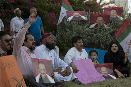 Supporters of the Muttahida Qaumi Movement, or MQM, one of Pakistan's major political parties, attend a sit in protest condemning the arrest in London of its leader, Altaf Hussain, in Islamabad, Pakistan, Wednesday, June 4, 2014. (AP Photo/B.K. Bangash) ▼7Jun2014AP|London police release top Pakistan politician http://bigstory.ap.org/article/london-police-release-top-pakistan-politician #Islamabad